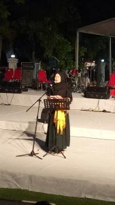 Mantan Walikota Tanjungpinang, Hj Suryatati A Manan berekspresi membacakaan teks Puisinya