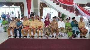 Turut hadir, mantan Walikota Tanjungpinang Hj. Suryatati A. Manan dan Pimpinan DPRD Kepri Husnizar Hood