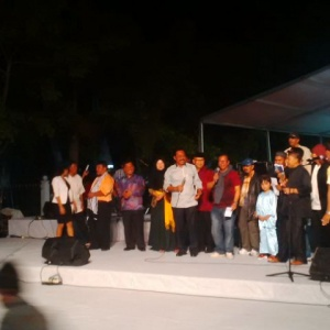 Penyair puisi Foto bersama Gubernur Nurdin Basirun